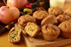 Muffins mit Äpfeln Stockfotos