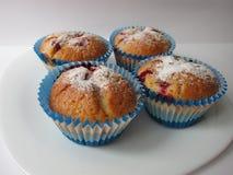 Muffins mit Beeren Stockfotos