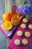 Muffins mit Frucht Stockbilder