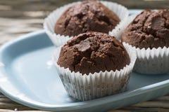 Muffins op een plaat Stock Foto