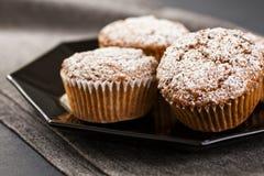 Muffins op Grijs Stock Fotografie
