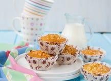 Muffins Pina Colada met ananas en kokosnoot Royalty-vrije Stock Foto's
