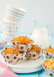 Muffins Pina Colada met ananas en kokosnoot Stock Foto