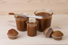 Muffins with salted caramel Royalty Free Stock Photos