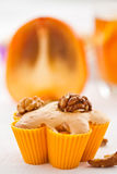 Muffins with slices of persimmon Royalty Free Stock Photography