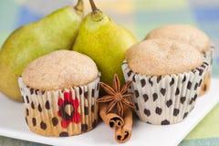 Muffins und Birnen Stockfotos
