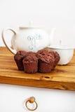 Muffins und Teller Lizenzfreie Stockfotos
