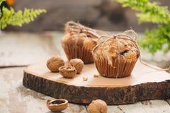 Muffins van de Dellicious de eigengemaakte noot op lijst Zoete Gebakjes royalty-vrije stock afbeelding