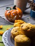 Muffins van de pompoen de gehele korrel verticaal Royalty-vrije Stock Foto