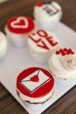 Muffins voor valentijnskaartendag Royalty-vrije Stock Afbeeldingen