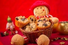 Muffins w koszu obraz royalty free