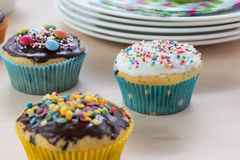 Muffins on wood and plates Royalty Free Stock Photos