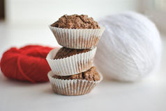 Muffins and yarn balls Stock Photography