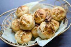 Muffins z jabłkiem i cynamonem Obrazy Stock
