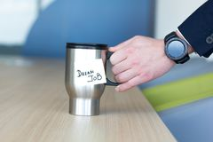 Mug которое говорит мечт работу стоковое изображение
