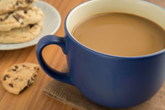 A mug of coffee and chocolate chip cookies Royalty Free Stock Image