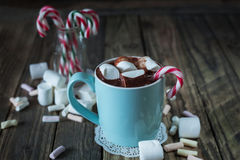 Mug filled with hot chocolate and marshmallow  and candy canes i Royalty Free Stock Images