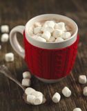 Mug filled with hot chocolate and marshmallows Royalty Free Stock Photos