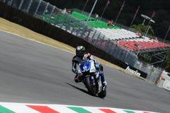 MUGELLO电路- 7月13日:本暗中侦察赛跑在意大利的MotoGP格兰披治合格的会议的山叶, 2012年7月13日 图库摄影