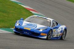 MUGELLO,意大利- 2013年11月:在Finali Mondiali法拉利期间的法拉利458挑战-在Mugello电路的法拉利赛跑的天 图库摄影