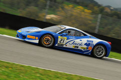 MUGELLO,意大利- 2013年11月:在Finali Mondiali法拉利期间的法拉利458挑战-在Mugello电路的法拉利赛跑的天 库存图片