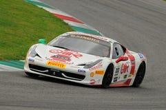 MUGELLO,意大利- 2013年11月:在Finali Mondiali法拉利期间的法拉利458挑战-在Mugello电路的法拉利赛跑的天 库存照片
