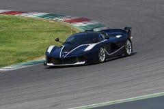 MUGELLO,意大利- 2017年4月12日:在XX法拉利赛跑的天期间节目在Mugello电路的未知数驾驶法拉利FXX K 免版税库存照片