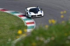 MUGELLO,意大利- 2017年4月12日:在XX法拉利赛跑的天期间节目在Mugello电路的未知数驾驶法拉利FXX K 库存照片