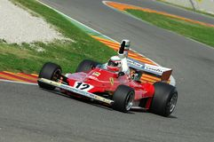 MUGELLO, IT, 2007年11月:未知数跑与历史的法拉利F1 312T前仁旗Lauda在Finali Mondiali法拉利期间2007年 免版税库存照片