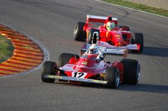 MUGELLO, IT, 2007年11月:未知数跑与历史的法拉利F1 312T前仁旗Lauda在Finali Mondiali法拉利期间2007年 图库摄影