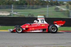 MUGELLO, IT, 2007年11月:未知数跑与历史的法拉利F1 312T前仁旗Lauda在Finali Mondiali法拉利期间2007年 库存照片