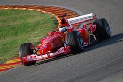 MUGELLO, IT, 2007年11月:未知数遇到与现代法拉利F1在Finali Mondiali法拉利期间2007年在它的mugello电路 免版税图库摄影