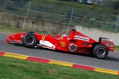 MUGELLO, IT, 2007年11月:未知数遇到与现代法拉利F1在Finali Mondiali法拉利期间2007年在它的mugello电路 免版税库存照片