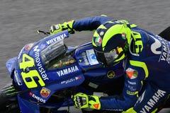 MUGELLO - ИТАЛИЯ, ИЮНЬ: Всадник Valentino Rossi команды Yamaha Movistar итальянки на GP 2018 Италии MotoGP в июне 2018 стоковое фото rf