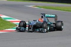 MUGELLO, ИТАЛИЯ - МАЙ 2012: Michael Schumacher команды Мерседес F1 участвуя в гонке на командах Формулы 1 испытывает дни на цепи  стоковые фото