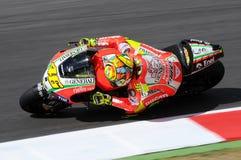 MUGELLO - ИТАЛИЯ, 13-ОЕ ИЮЛЯ: Всадник Valentino Rossi Ducati итальянки во время GP 2012 ТИМ MotoGP Италии 13-ого июля 2012 Стоковое фото RF