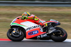 MUGELLO - ИТАЛИЯ, 13-ОЕ ИЮЛЯ: Всадник Valentino Rossi Ducati итальянки во время GP 2012 ТИМ MotoGP Италии 13-ого июля 2012 Стоковое Фото
