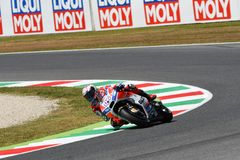 MUGELLO -意大利, 6月3日:意大利人杜卡迪车手安德里亚Dovizioso胜利意大利的2017年奥克利MotoGP GP 2017年6月3日的 免版税库存照片