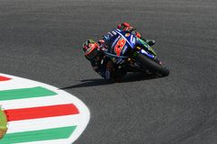 MUGELLO -意大利, 6月3日:西班牙人山叶在合格的车手持异议者Vinales意大利的2017年MotoGP奥克利GP期间Muge的 库存照片