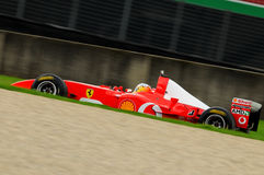 MUGELLO, IT, im November 2013: Unbekanntes laufen mit Ferrari F1 während Finali Mondiali Ferrari 2013 in den mugello Stromkreis Lizenzfreie Stockfotos