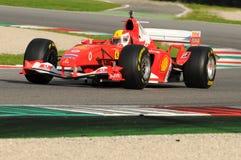 MUGELLO, IT, im November 2013: Unbekanntes laufen mit Ferrari F1 während Finali Mondiali Ferrari 2013 in den mugello Stromkreis Stockbilder