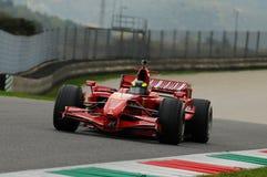MUGELLO, IT, im November 2013: Unbekanntes laufen mit Ferrari F1 während Finali Mondiali Ferrari 2013 in den mugello Stromkreis i Lizenzfreies Stockfoto