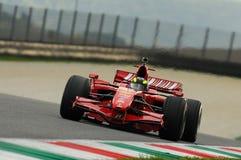 MUGELLO, IT, im November 2013: Unbekanntes laufen mit Ferrari F1 während Finali Mondiali Ferrari 2013 in den mugello Stromkreis i Stockbilder