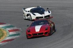 MUGELLO, ITÁLIA - EM MAIO DE 2017: O desconhecido conduz Ferrari 599XX durante XX programas de dias de competência de Ferrari no  Fotos de Stock Royalty Free