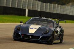 MUGELLO, ITÁLIA - EM NOVEMBRO DE 2013: O desconhecido conduz Ferrari 599XX durante XX programas de Finali Mondiali Ferrari - o di Fotos de Stock
