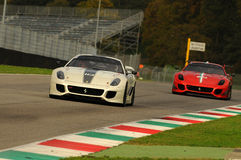 MUGELLO, ITÁLIA - EM NOVEMBRO DE 2013: O desconhecido conduz Ferrari 599XX durante XX programas de Finali Mondiali Ferrari - o di Imagens de Stock Royalty Free