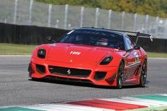 MUGELLO, ITÁLIA - EM OUTUBRO DE 2017: O desconhecido conduz Ferrari 599XX durante XX programas de Finali Mondiali Ferrari no circ Imagem de Stock Royalty Free