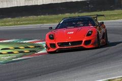 MUGELLO, ITÁLIA - EM OUTUBRO DE 2017: O desconhecido conduz Ferrari 599XX durante XX programas de Finali Mondiali Ferrari no circ Fotos de Stock