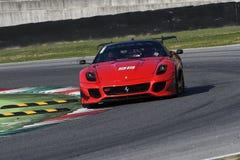 MUGELLO, ITÁLIA - EM OUTUBRO DE 2017: O desconhecido conduz Ferrari 599XX durante XX programas de Finali Mondiali Ferrari no circ Fotografia de Stock