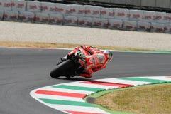 MUGELLO - ITÁLIA, O 13 DE JULHO: O cavaleiro Nicky Hayden dos E.U. Ducati em TIM 2012 MotoGP de Itália em Mugello circuita o 13 d Imagens de Stock Royalty Free
